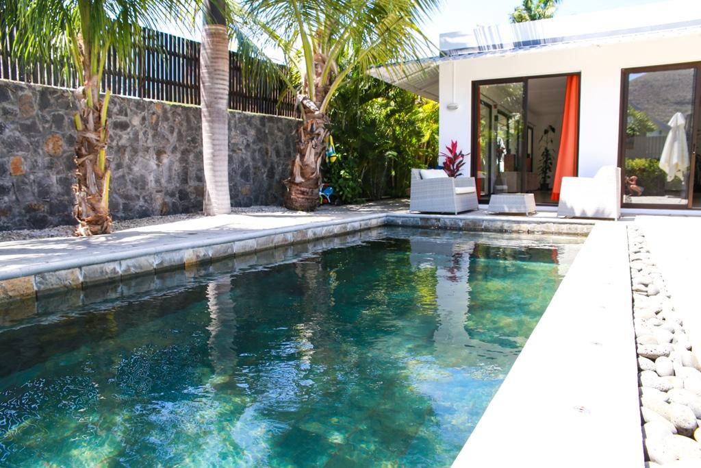 Location villa 3 chambres en suite et piscine rivi re for Piscine mobile louer